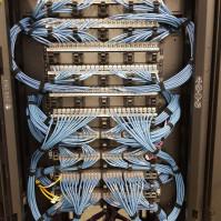 Sieci teleinformatyczne, hala, urządzenia