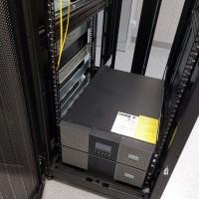 Zasilacze UPS czarne skrzynki